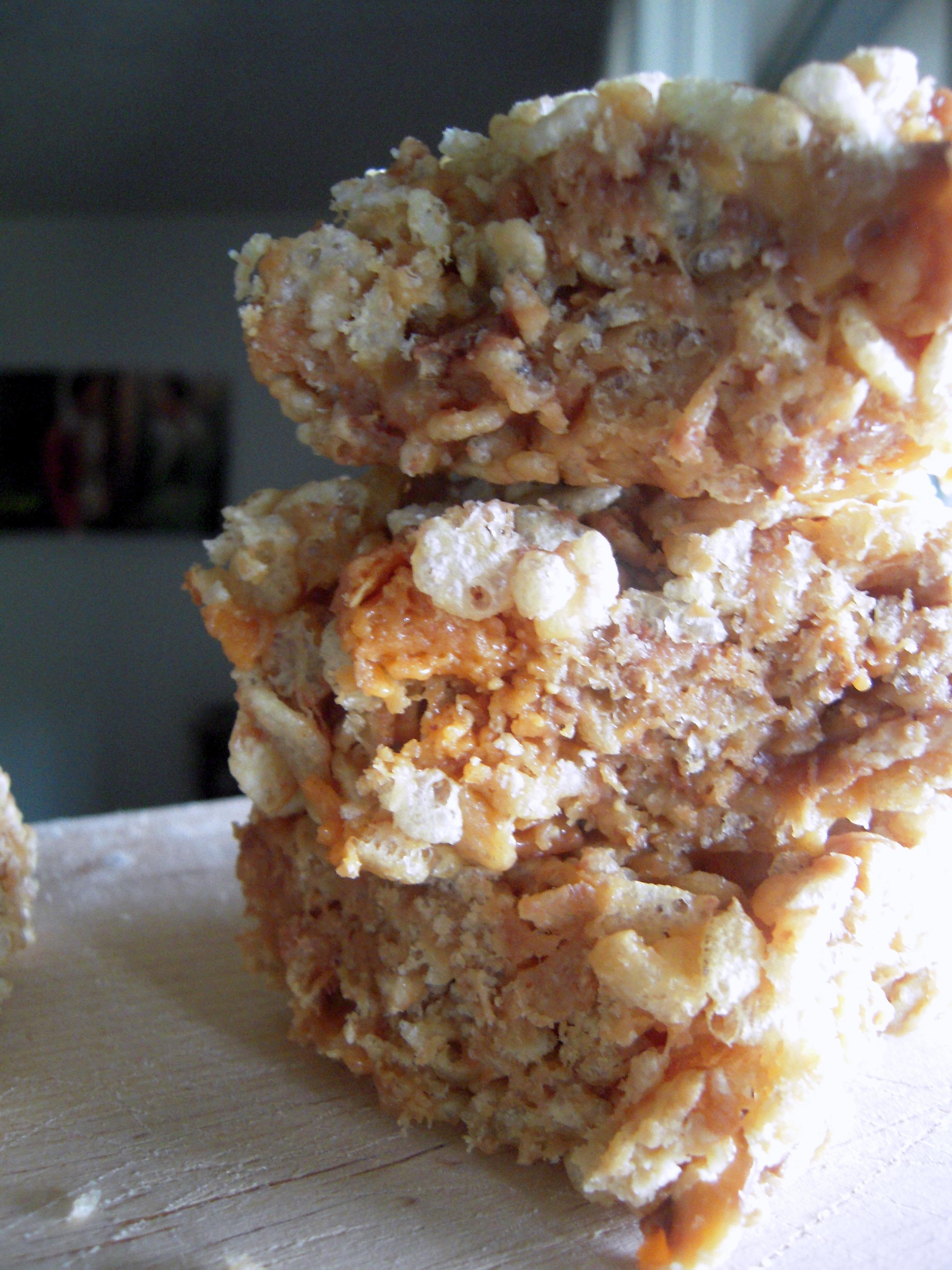 Butterfinger & Snickers Rice Krispie Treats | Fleur-De-Licious